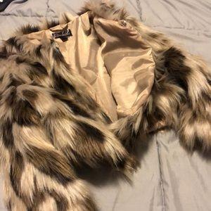 Sexy, mid waist, mid arm Uneck fur coat.